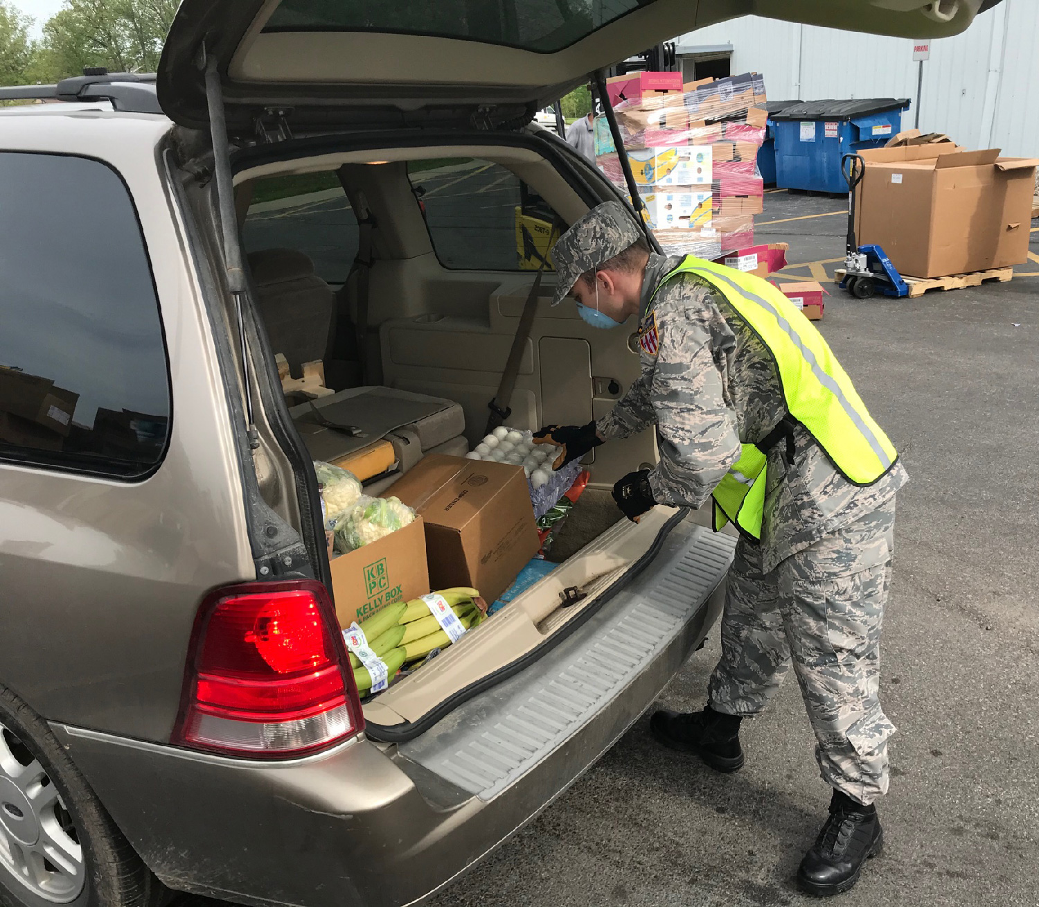 Civil Air Patrol member packs meals into vehicle.